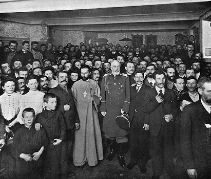Father Gapon with General Fullon the Governor of St Petersburg amid the strikers